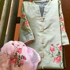 Best 12 Kurti designs for stitch – Page 133700682673498425 – SkillOfKing. Sleeves Designs For Dresses, Neck Designs For Suits, Dress Neck Designs, Blouse Designs, Kurtha Designs, Embroidery Suits, Zardozi Embroidery, Embroidery Designs, Kurti Styles
