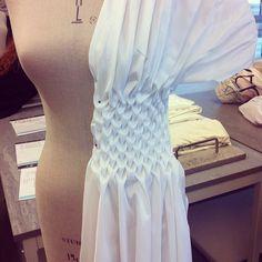 """Gefällt 27 Mal, 2 Kommentare - G A I A (@y.gaia) auf Instagram: """"#smocking #draping #fabricmanipulation"""""""
