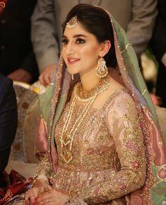 Bridal Mehndi Dresses, Nikkah Dress, Bridal Wedding Dresses, Bridal Outfits, Pakistani Wedding Outfits, Pakistani Wedding Dresses, Pakistani Dress Design, Beautiful Women Videos, Best Bridal Makeup