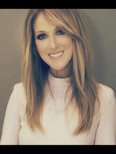 Céline Dion : ''René-Charles est soulagé que son père n'ait plus le cancer ! Celine Deon, Quebec, Divas, Gal Gabot, Martina Mcbride, Mom Hairstyles, Female Singers, Belle Photo, Role Models