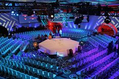 Here are four general session sets that leveraged cutting-edge technology and innovative designs to elevate the experiences. Bühnen Design, Booth Design, Corporative Events, Concert Stage Design, Corporate Event Design, Corporate Gifts, Gondola, Stage Set Design, Church Stage
