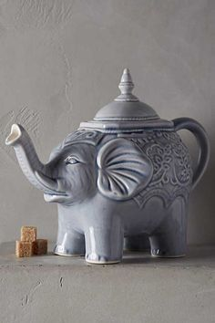 Elephant Teapot: The Bohemian Home: Kitchen and Dining Elephant Teapot, Elephant Love, Elephant Stuff, Indian Elephant, Elephant Icon, Elephant Trunk, Baby Elephants, Elephant Family, Elephant Figurines