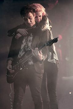 the kills. jamie hince and alison mosshart. best friends.