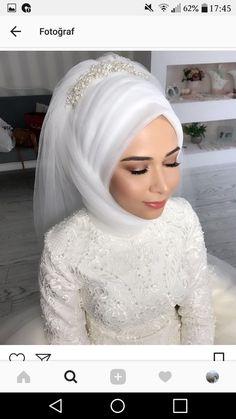 White bridal gown There are different rumors about the real history of the wedding dress; tesettür First Narration; Wedding Hijab Styles, Hijab Wedding Dresses, Hijab Bride, Muslim Wedding Gown, Wedding Gowns, Samba, Makeup Hijab, Hairstyle Trends, Simple Hijab