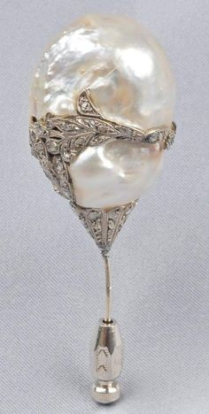 Victorian pin with a large pearl and diamonds