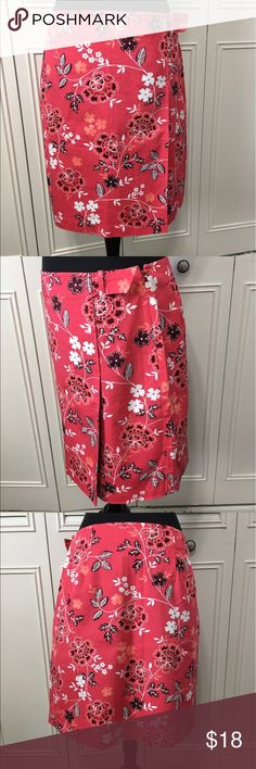 "Ann Taylor LOFT Skirt EUC Cute Floral print cotton blend skirt with side zip closure. Waist is 15"", length is 18.5"". It's more like a coral-pink color with white, orange and maroon-brownish. Ann Taylor Skirts"