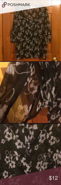 EUC, wore once, Beautiful floral detail & design EUC, wore once, Beautiful floral detail & design button down, quarter length sleeves w/slit & tie. Size 18/20. Vintage DCC Women Tops Blouses