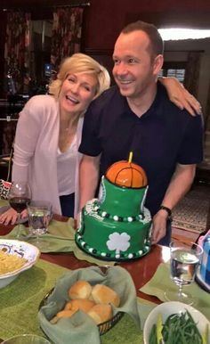 Happy birthday donnie august 2015 on blue bloods set with amy carlson Blue Bloods Tv Show, Donnie Wahlberg, Tom Selleck, Popular Shows, Good Looking Men, Favorite Tv Shows, Amy Carlson, Happy Birthday, Family Affair