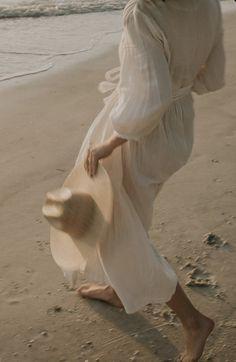 // j u s t b e a c h y Beach Aesthetic, Summer Aesthetic, Aesthetic Photo, Aesthetic Fashion, Beach Babe, Sunset Beach, Koh Tao, Photo Series, Beach Photography