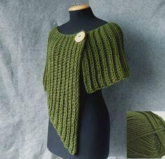 Gestrickter Poncho - asymmetrisch und sehr schön für den Herbst (Farbe wie Gras)