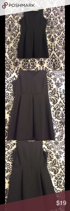 Women's V Neck Sleeveless Little Black Dress This super cute Sleeveless, A line dress with empire waist is the perfect after 5 dress. 👑Excellent condition.  Measurements: 38 inches, bust. Waist: 32 inches. Top of the shoulder to the hem: approximately 33 inches. Interested? Make a competitive offer! Dresses Mini