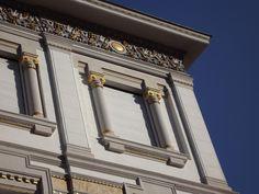 #finestreeportoni tra il bianco e il blu....l'oro di Stefano Stel