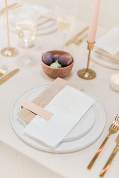 Flower Farm Wedding Ideas with Neutral Charm and gold accents Wedding Top Table, Wedding Table Linens, Fall Wedding Cakes, Wedding Table Settings, Wedding Menu, Farm Wedding, Elegant Wedding, Wedding Ideas, Place Settings