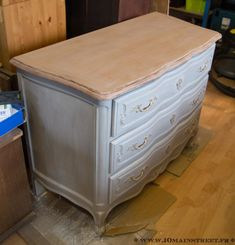 Commode patinée à la cire Hobbies And Crafts, Furniture Makeover, Dresser, Shabby Chic, Room, House, Inspiration, Totalement, Home Decor