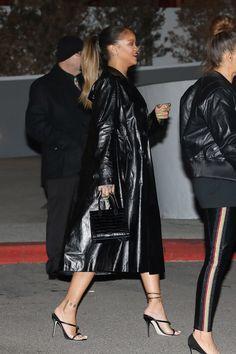 Rihanna attends Jay-Z's concert - Rihanna attends Jay-Z's concert - Rihanna Swag, Rihanna Outfits, Rihanna Style, Rihanna Fenty, Edgy Outfits, Girl Outfits, Rihanna Fashion, Dope Fashion, Fashion Killa