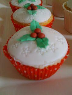 Christmas Cupcake Christmas Cupcakes, Desserts, Food, Christmas Crackers, Meal, Deserts, Essen, Hoods, Dessert