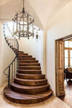 классическая деревянная лестница