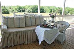 Nice porch sitting area!