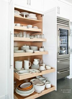 Slide out kitchen pantry drawers by Heather Bullard . Slide out kitchen pantry drawers by Heather Bullard Kitchen Inspirations, Kitchen Dining, New Kitchen, Home Kitchens, Kitchen Design, Kitchen Remodel, Kitchen Renovation, Kitchen Dining Room, Clever Kitchen Storage