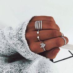 Cluster Bracelet in Gold / Diamond Cluster Bracelet / Unique Diamond Layering Bracelet / Dainty Diamond Bracelet / Christmas Gift - Fine Jewelry Ideas Hand Jewelry, Cute Jewelry, Silver Jewelry, Silver Rings, Jewelry Ideas, Jewellery, White Rings, Hammered Silver, Diamond Jewelry