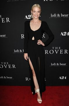 Pin for Later: Nobody Twinkled Like These Stars Last Night Jaime King Jaime King at the LA premiere of The Rover. King Fashion, Star Fashion, Fashion Beauty, Celebrity Red Carpet, Celebrity Style, Winter Fashion 2014, Jaime King, Lil Black Dress, Red Carpet Gowns
