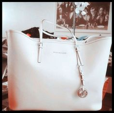 Cheap Michael Kors Totes In Our Outlet Offers You High Quality And Unique Style!
