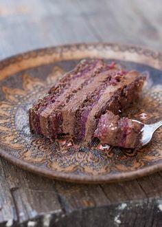 Bogata čokoladna torta sa finim želeom od malina. Podjednako je dobra i ako koristite sveže