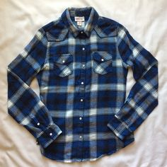 ✨LOWEST PRICE✨ Blue Flannel Top Worn only few times or so and is in perfect condition. (CURRENTLY NOT TRADING) Mossimo Supply Co Tops Button Down Shirts