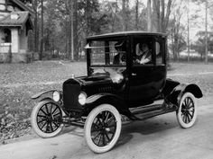 Two ladies in a Ford Model T Coupe 1920.