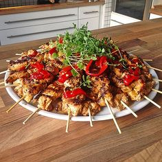 Moorish chicken skewers, a very delicious recipe from the category Snacks and … - Snack Mix Recipes Tapas Party, Party Snacks, Tapas Buffet, Snack Mix Recipes, Chicken Skewers, New Cooking, Canario, Food Presentation, Grilling Recipes