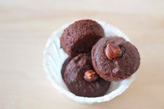 Brownie Bites with Hazelnuts and Coconut Oil are enough to tempt any chocolate lover. Yum! #Recipe #CoconutOil
