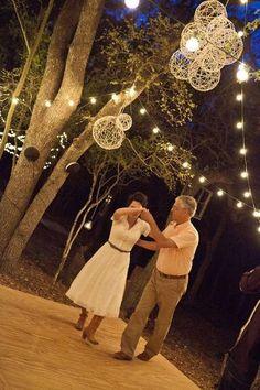 Charming Wedding Décor for Backyard Weddings - Paperblog