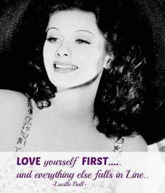 Oh I love the way she look's with her dark hair :-) Beautiful. Lucille Ball, from I Love Lucy Show Vintage Hollywood, Golden Age Of Hollywood, Hollywood Glamour, Hollywood Stars, Classic Hollywood, Hollywood Bedroom, Hollywood Divas, Lucy And Ricky, Lucy Lucy