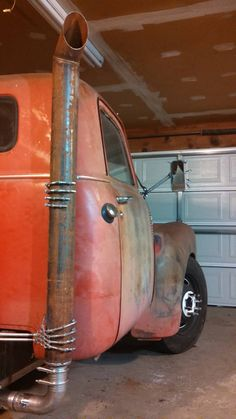Big Bolt GM Chevy truck on a Frito Lays box truck chassis with a big c notch over a dually axle pic 3