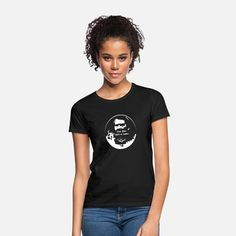 Classy Girl Graphic Women's T-Shirt ✓ Unlimited options to combine colours, sizes & styles ✓ Discover T-Shirts by international designers now! T Shirt Sport, Sweat Shirt, T Shirt Designs, T-shirt Humour, Beste Mama, Classy Girl, Bad Hair Day, Pullover, Color Negra