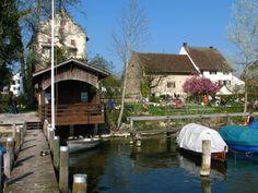 Schloss & Landenberghaus in Greifensee (ZH) Berg, Cabin, House Styles, Switzerland, Google, Home Decor, Beautiful, House, Decoration Home