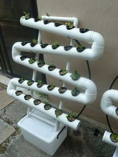 DIY vertical garden. I need this for spinach, lettuce and herbs