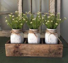 ideas diy wood box table mason jars for 2019 Diy Wood Box, Old Wooden Boxes, Diy Box, Wood Boxes, Wooden Box Centerpiece, Mason Jar Centerpieces, Mason Jar Crafts, Mason Jar Diy, Diy Flower Boxes