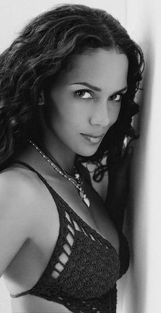 The ridiculously beautiful, Halle Berry Halle Berry, Beautiful Celebrities, Beautiful Actresses, Beautiful Black Women, Beautiful People, Actrices Hollywood, Famous Women, Naomi Campbell, Classic Beauty