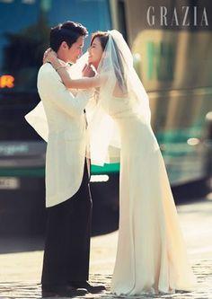 Top 7 Korean stars with best wedding photos Pre Wedding Photoshoot, Wedding Pics, Wedding Trends, Photoshoot Ideas, Sung Lee, Ji Sung, Actress Wedding, Young Wedding, Lee Bo Young