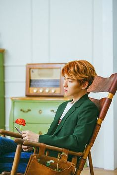 After seeing Baekhyun's teaser photo for his upcoming SM Station song, I can't wait for the song to be officially released. And I love this photo so much. Maybe it's because it's the pose of what I've been doing a lot recently.