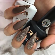Winter Nails Designs - My Cool Nail Designs Glam Nails, Fancy Nails, My Nails, Sparkly Black Nails, Cateye Nails, Stiletto Nails Glitter, Fabulous Nails, Perfect Nails, Gorgeous Nails