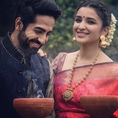 Love the gold neck piece❤️ Bollywood Couples, Bollywood Girls, Bollywood Celebrities, Bollywood Fashion, Mehndi Hairstyles, Curvy Bikini, Fancy Jewellery, South Indian Bride, Indian Couture