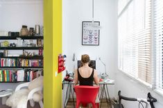 The Furnished Void is a warm and bright apartment completed in 2016 by Spanish studio Egue y Seta. The apartment has an area of 70 sqm . Colorful Apartment, White Apartment, Spanish Apartment, Barcelona Apartment, Cabinet D Architecture, White Dining Table, Appartement Design, Colourful Living Room, Cool Apartments