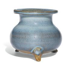 A 'JUN' BLUE-GLAZED TRIPOD CENSER, JIN/YUAN DYNASTY