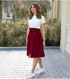 At this time, the midi skirt is one of trendy fashion. Casual Skirt Outfits, Mode Outfits, Classy Outfits, Trendy Outfits, Casual Dresses, Modest Fashion, Hijab Fashion, Fashion Dresses, Fashion Fashion