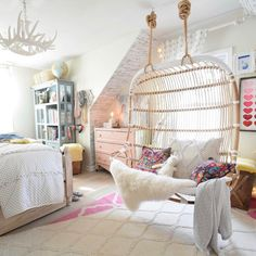 Double hanging chair- easy steps to install. double hanging chair- easy steps to install diy room decor for teens Cute Teen Rooms, Room Decor For Teen Girls, Teen Girl Rooms, Teenage Girl Bedrooms, Girls Bedroom, Bedroom Ideas, Kids Rooms, Tween Room Ideas, Unique Teen Bedrooms