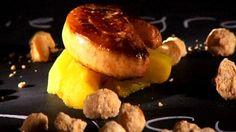 Tatin de pommes au curry, noix de macadamia salées au sirop d'érable, tranche de foie gras poêlé