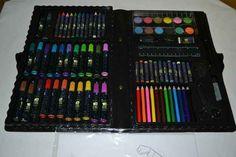 Esta maleta com canetinhas, lápis de cor, aquarela e etc.   28 objetos que causavam discórdia entre irmãos nos anos 80 e 90