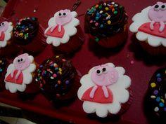 a Peppa Pig tomou conta dos nossos cupcakes